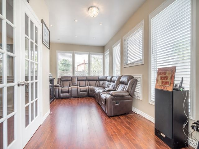 Detached at 146 Barrhill Rd, Vaughan, Ontario. Image 4