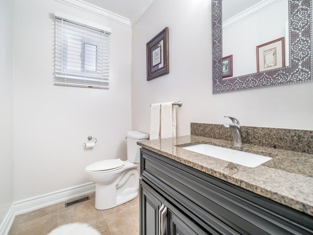 Detached at 146 Barrhill Rd, Vaughan, Ontario. Image 5