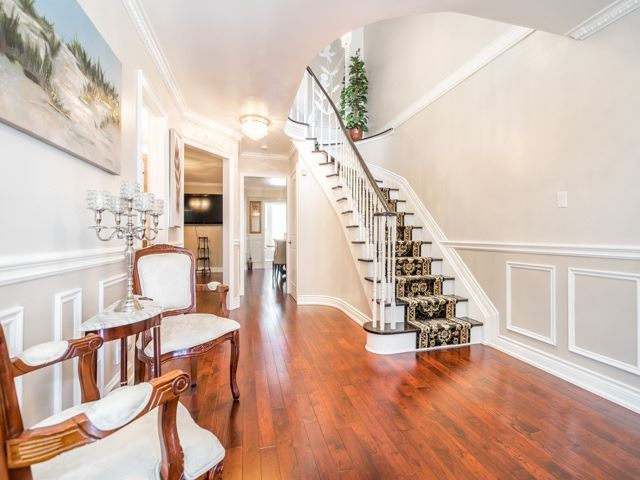 Detached at 146 Barrhill Rd, Vaughan, Ontario. Image 6