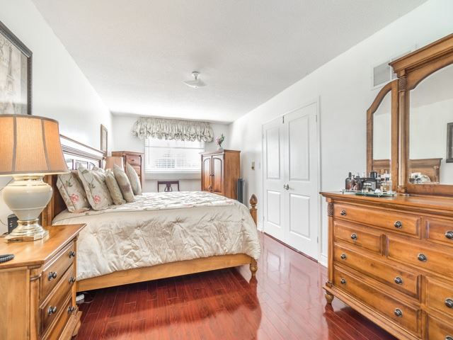 Detached at 146 Barrhill Rd, Vaughan, Ontario. Image 7