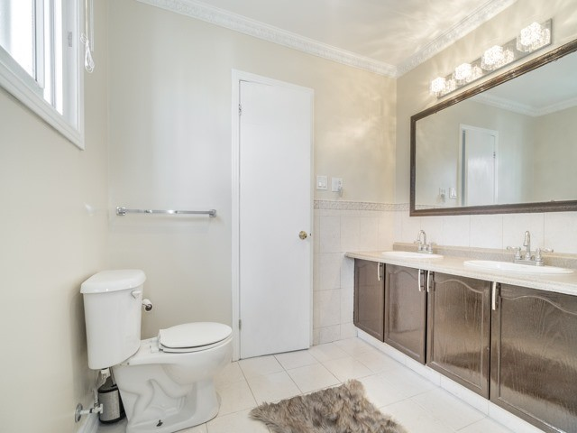 Detached at 146 Barrhill Rd, Vaughan, Ontario. Image 10