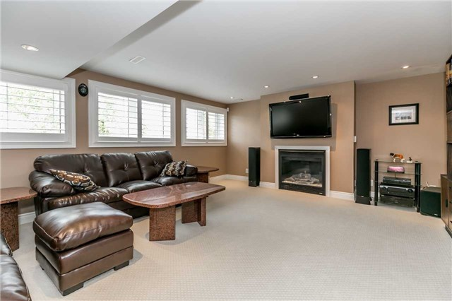 Detached at 159 Ivy Jay Cres, Aurora, Ontario. Image 4