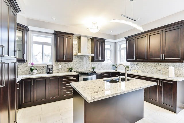 Detached at 82 Sapphire Dr, Richmond Hill, Ontario. Image 2