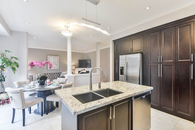 Detached at 82 Sapphire Dr, Richmond Hill, Ontario. Image 3
