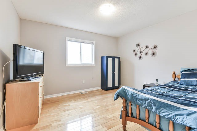 Detached at 82 Sapphire Dr, Richmond Hill, Ontario. Image 8