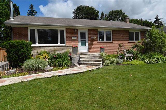Detached at 58 Dunning Ave, Aurora, Ontario. Image 1