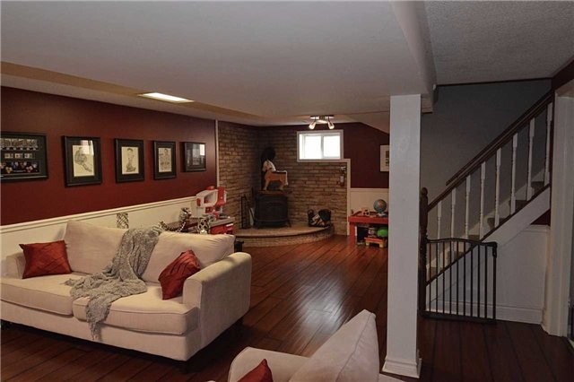 Detached at 58 Dunning Ave, Aurora, Ontario. Image 8