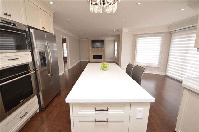 Detached at 241 Valleymede Dr, Richmond Hill, Ontario. Image 13