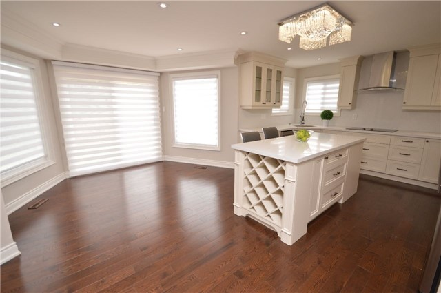 Detached at 241 Valleymede Dr, Richmond Hill, Ontario. Image 14