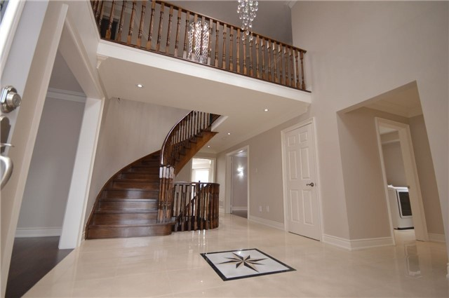 Detached at 241 Valleymede Dr, Richmond Hill, Ontario. Image 16