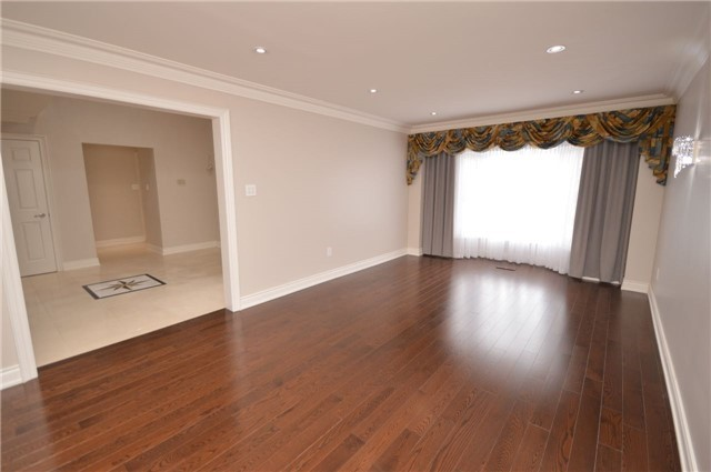 Detached at 241 Valleymede Dr, Richmond Hill, Ontario. Image 3
