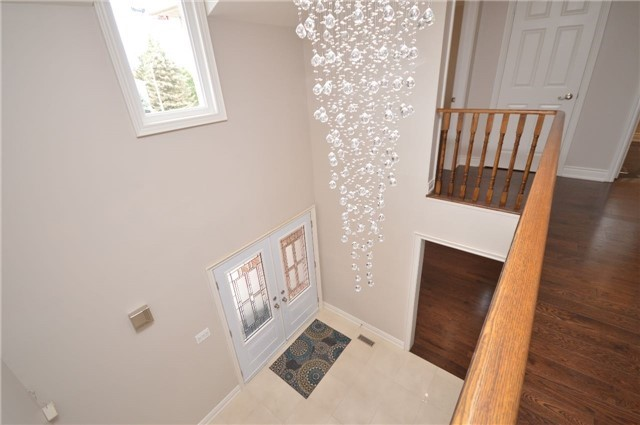 Detached at 241 Valleymede Dr, Richmond Hill, Ontario. Image 5