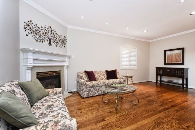 Detached at 30 Rocksprings Ave, Richmond Hill, Ontario. Image 12