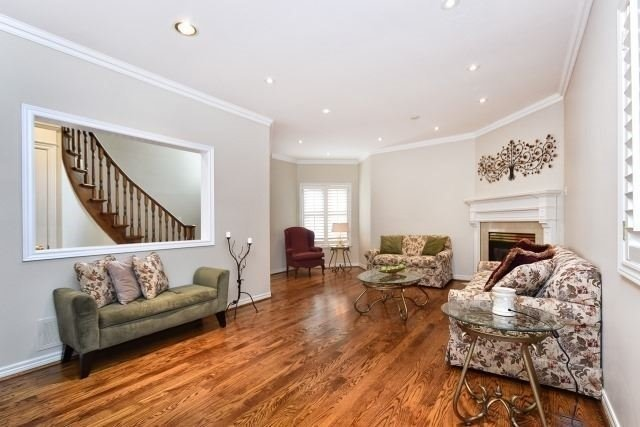 Detached at 30 Rocksprings Ave, Richmond Hill, Ontario. Image 13