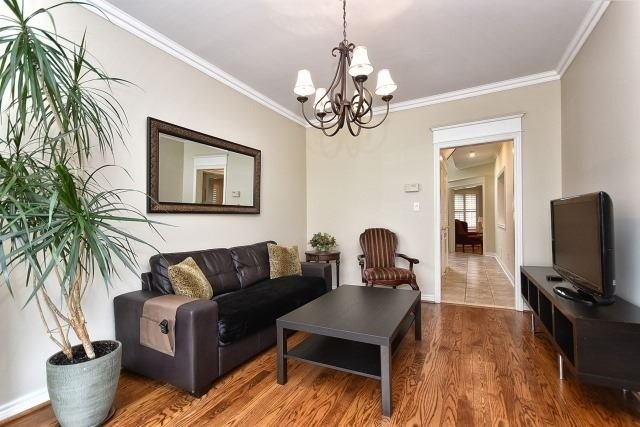 Detached at 30 Rocksprings Ave, Richmond Hill, Ontario. Image 2