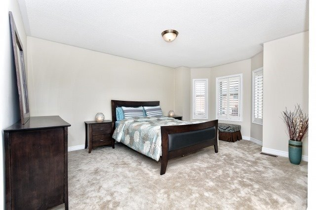 Detached at 30 Rocksprings Ave, Richmond Hill, Ontario. Image 3