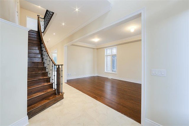 Detached at 12 Rossini Dr, Richmond Hill, Ontario. Image 14