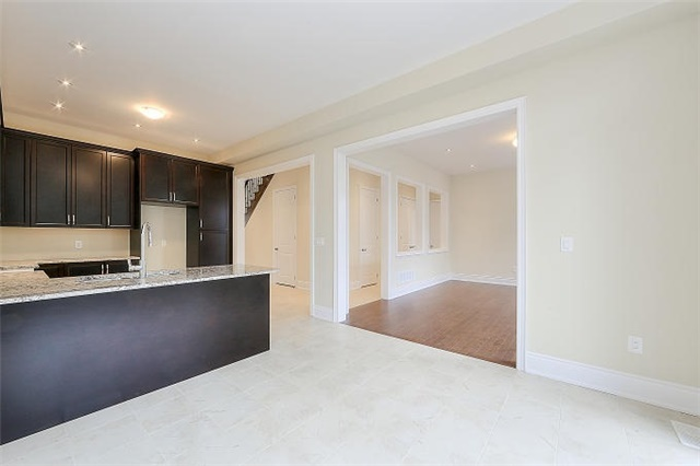 Detached at 12 Rossini Dr, Richmond Hill, Ontario. Image 2