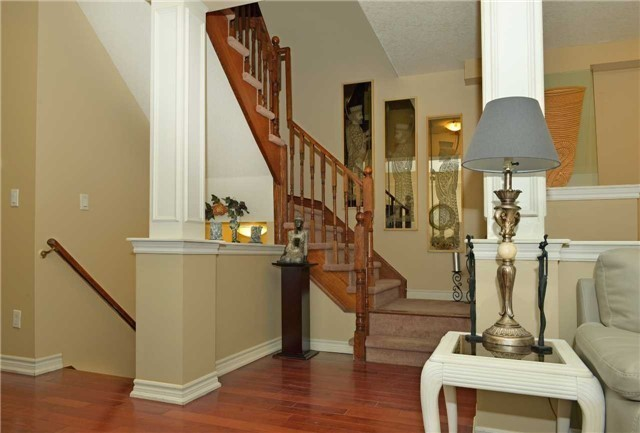 Townhouse at 71 Puccini Dr, Unit 5, Richmond Hill, Ontario. Image 2