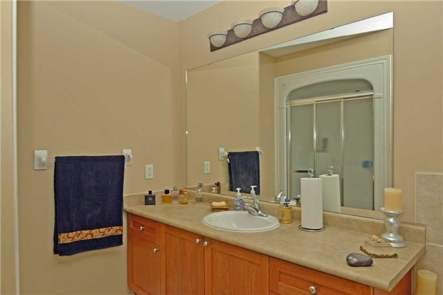 Townhouse at 71 Puccini Dr, Unit 5, Richmond Hill, Ontario. Image 4