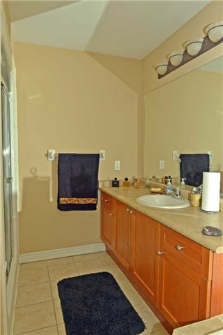 Townhouse at 71 Puccini Dr, Unit 5, Richmond Hill, Ontario. Image 5