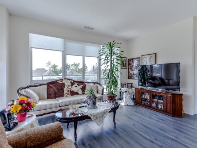 Condo Apartment at 9088 Yonge St, Unit 203, Richmond Hill, Ontario. Image 16
