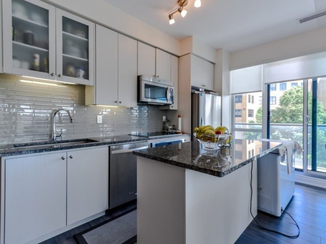 Condo Apartment at 9088 Yonge St, Unit 203, Richmond Hill, Ontario. Image 19