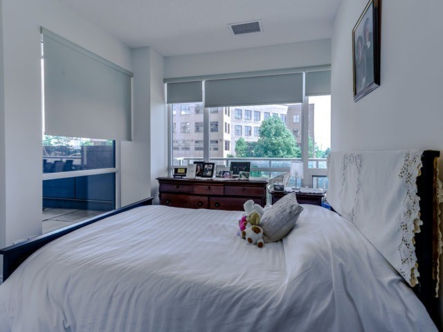 Condo Apartment at 9088 Yonge St, Unit 203, Richmond Hill, Ontario. Image 3