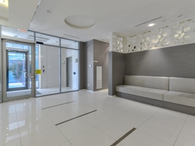 Condo Apartment at 9088 Yonge St, Unit 203, Richmond Hill, Ontario. Image 11