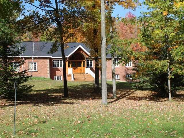 Detached at 8 Deer Lane, Adjala-Tosorontio, Ontario. Image 1