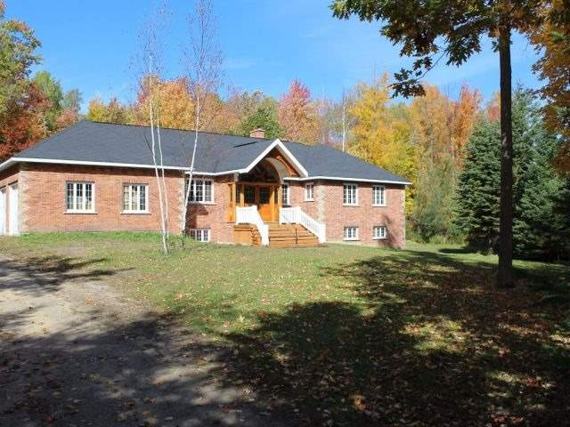 Detached at 8 Deer Lane, Adjala-Tosorontio, Ontario. Image 8