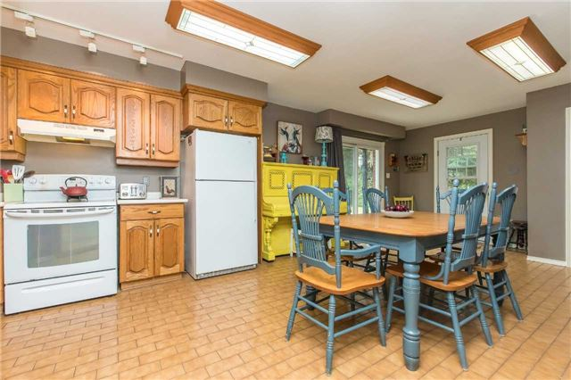 Detached at 6728 County Rd 21 Rd, Essa, Ontario. Image 12