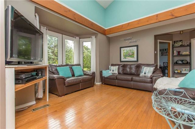 Detached at 6728 County Rd 21 Rd, Essa, Ontario. Image 17