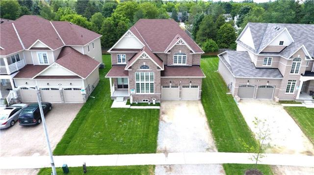 Detached at 10 Mount Cres S, Essa, Ontario. Image 15