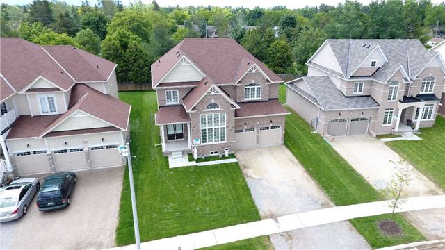 Detached at 10 Mount Cres S, Essa, Ontario. Image 16