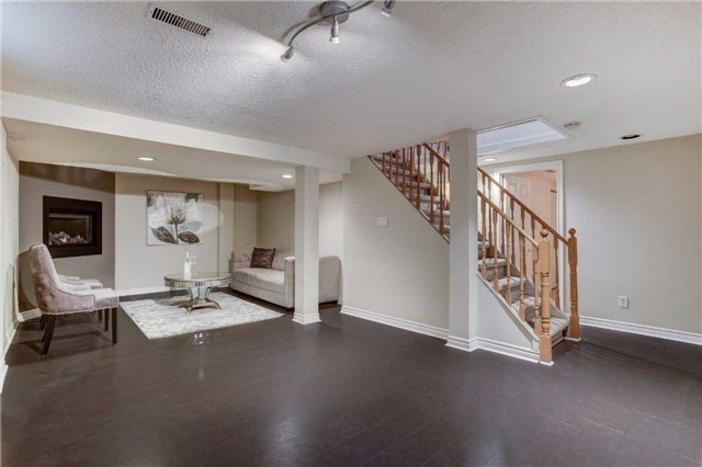 Detached at 24 Almond Ave, Markham, Ontario. Image 3