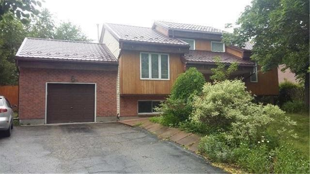 Detached at 2280 Scythes St W, Innisfil, Ontario. Image 9
