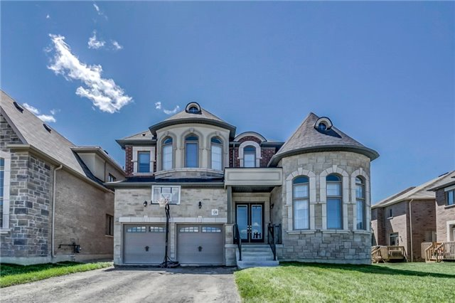 Detached at 649 Mcgregor Farm Tr, Newmarket, Ontario. Image 1