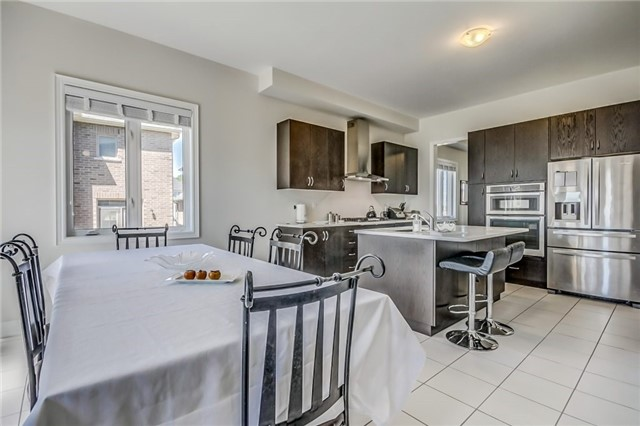 Detached at 649 Mcgregor Farm Tr, Newmarket, Ontario. Image 17