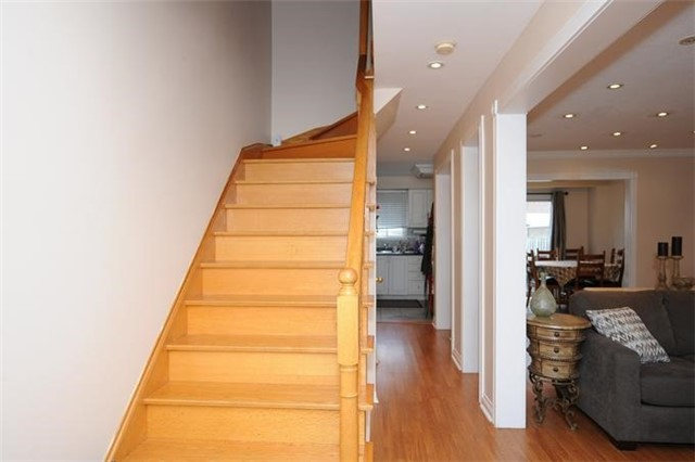 Townhouse at 5 Crieff Ave, Vaughan, Ontario. Image 11