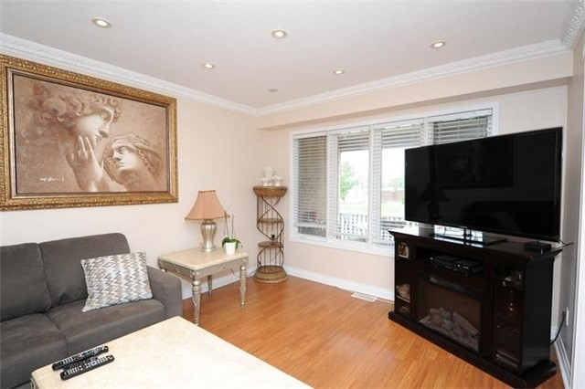 Townhouse at 5 Crieff Ave, Vaughan, Ontario. Image 12