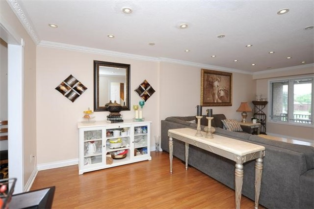 Townhouse at 5 Crieff Ave, Vaughan, Ontario. Image 13