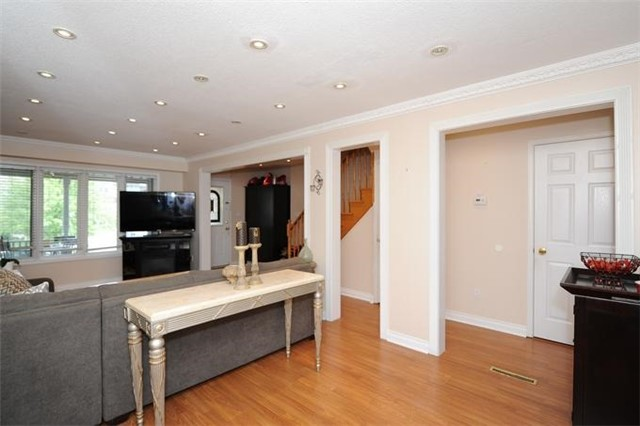 Townhouse at 5 Crieff Ave, Vaughan, Ontario. Image 15