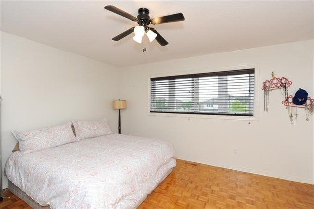 Townhouse at 5 Crieff Ave, Vaughan, Ontario. Image 4