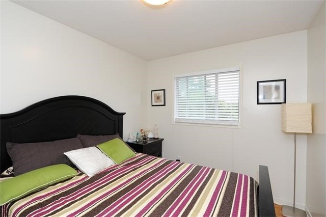 Townhouse at 5 Crieff Ave, Vaughan, Ontario. Image 6