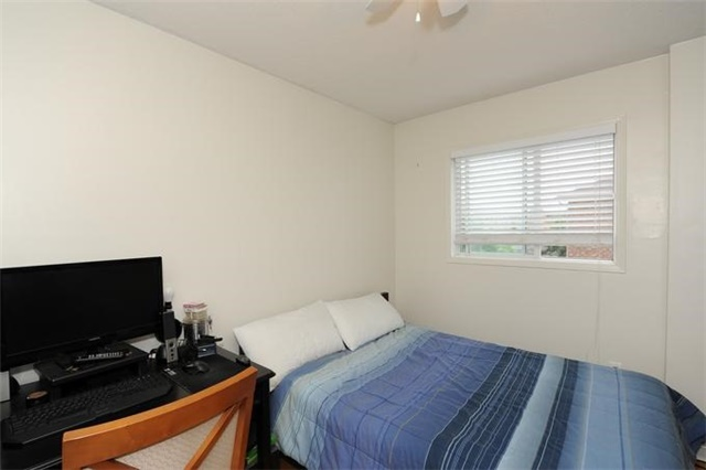 Townhouse at 5 Crieff Ave, Vaughan, Ontario. Image 7