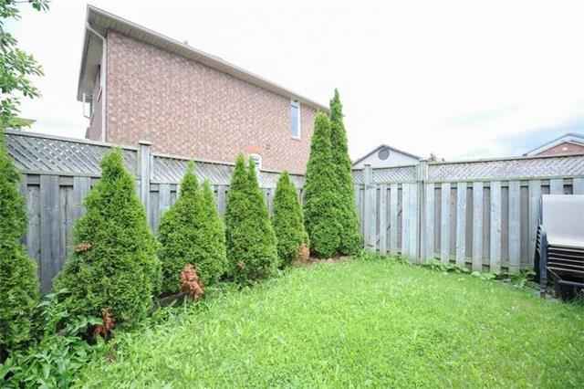Townhouse at 5 Crieff Ave, Vaughan, Ontario. Image 9
