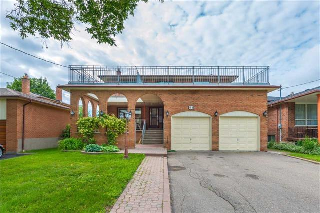 Detached at 41 Yongehurst Dr, Richmond Hill, Ontario. Image 1