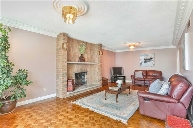 Detached at 41 Yongehurst Dr, Richmond Hill, Ontario. Image 15