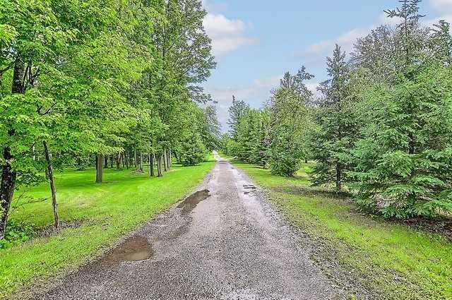 Detached at 9324 County Rd 1, Adjala-Tosorontio, Ontario. Image 12
